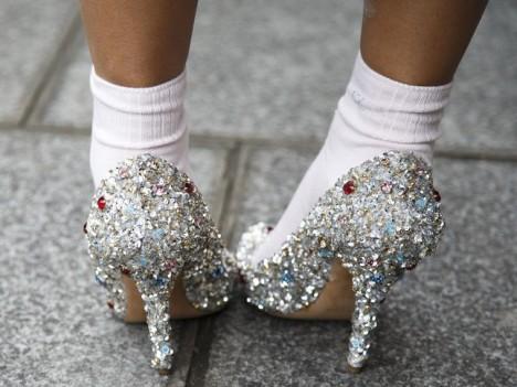 How-to-walk-in-heels-L